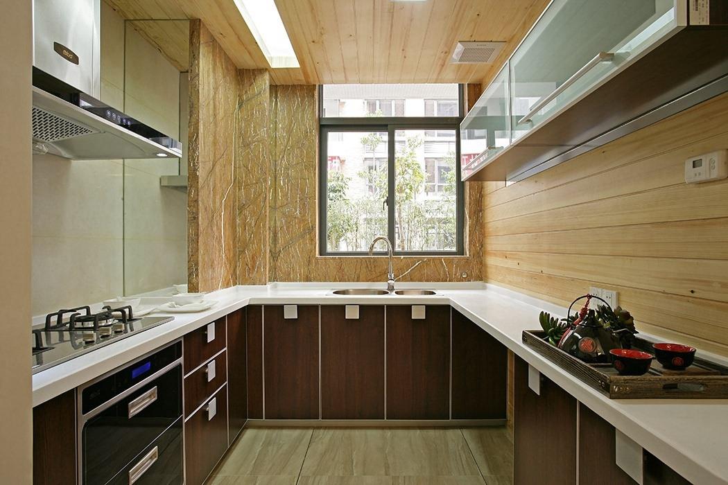 四居室厨房橱柜装潢实例图