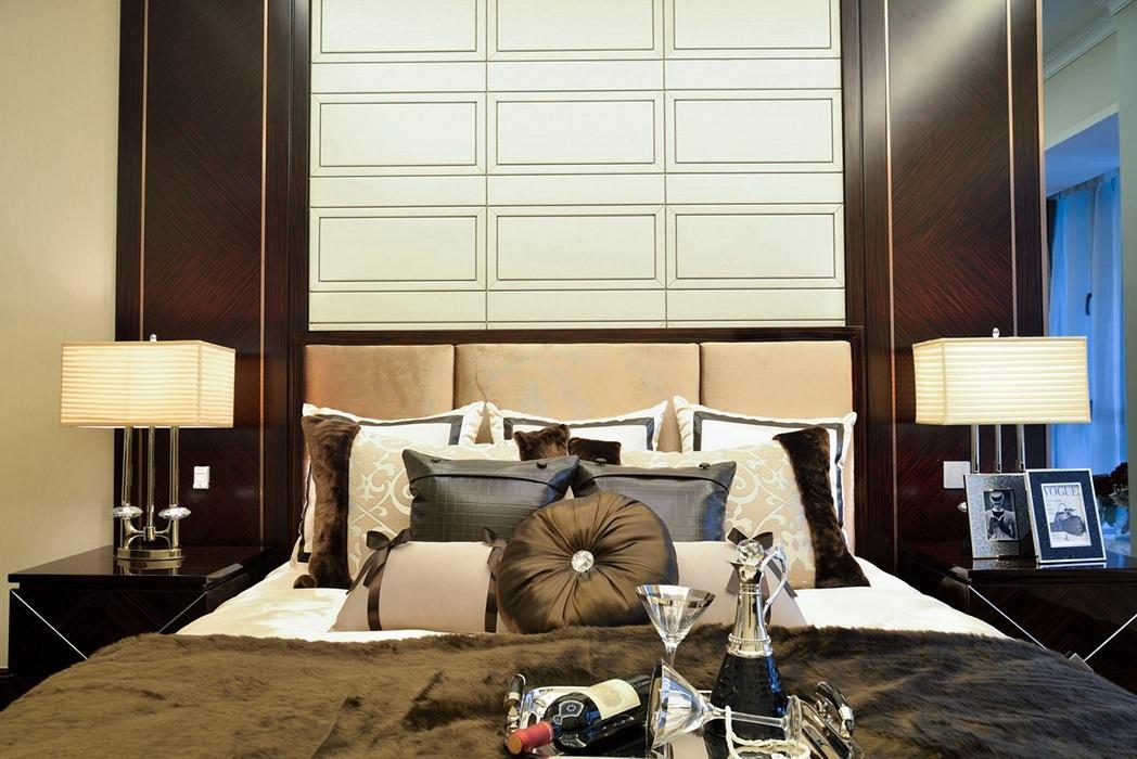 四居室卧室背景墙装修案例