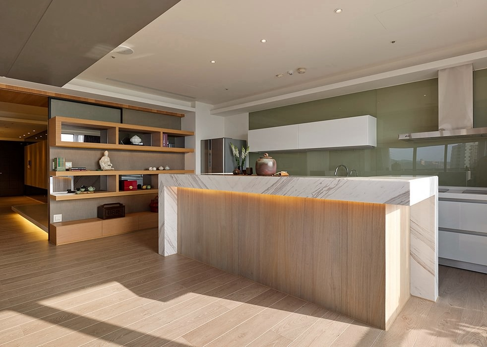 128平米厨房吧台家装案例图